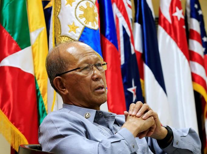 Bộ trưởng Quốc phòng Philippines tố dân quân biển Trung Quốc  - Ảnh 2.