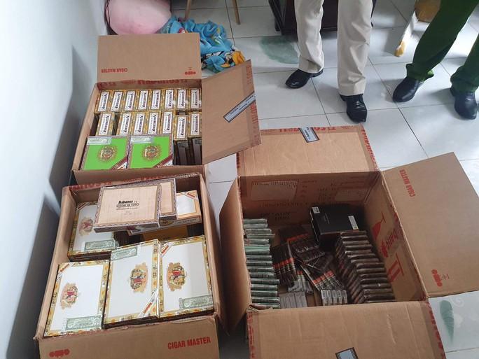 Khởi tố tiếp viên hãng hàng không Bamboo Airways buôn cigar lậu - Ảnh 2.