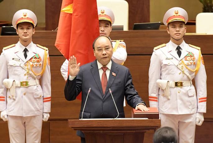 Tân Chủ tịch nước Nguyễn Xuân Phúc: Viết tiếp những kỳ tích - Ảnh 1.
