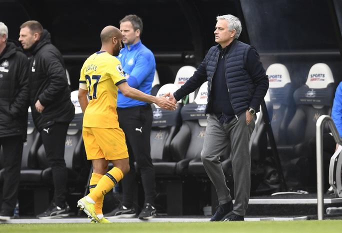 HLV Mourinho nói gì khi Tottenham đánh rơi chiến thắng? - Ảnh 2.