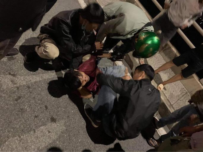 Thót tim clip cứu người đàn ông chới với, nhảy cầu Đồng Nai - Ảnh 3.