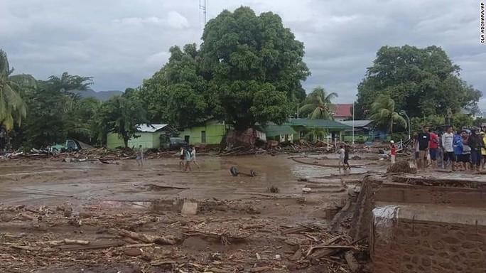 Lũ quét, sạt lở kinh hoàng khiến hàng chục người chết ở Indonesia, Đông Timor - Ảnh 1.