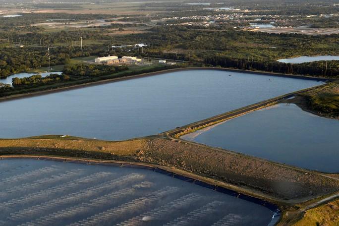 Bang Florida đối mặt nguy cơ bức tường nước thải cao 6 m - Ảnh 1.