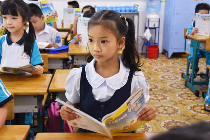 Chọn xong SGK, ráo riết tập huấn giáo viên - Ảnh 1.