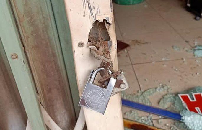 Khóa trái cửa, đổ xăng đốt tiệm cắt tóc nhằm sát hại cả nhà người yêu - Ảnh 2.