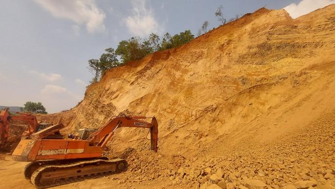Sở, huyện cầu cứu, chờ UBND tỉnh Đồng Nai chỉ đạo xử lý vụ lộ hàng loạt vi phạm quả đồi khủng - Ảnh 4.