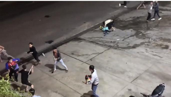 CLIP: Nhóm phượt thủ bị đánh dã man ở  Đồng Nai - Ảnh 1.