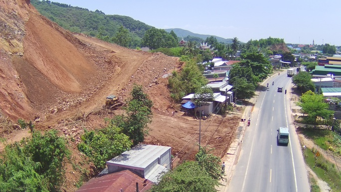 Sở, huyện cầu cứu, chờ UBND tỉnh Đồng Nai chỉ đạo xử lý vụ lộ hàng loạt vi phạm quả đồi khủng - Ảnh 1.