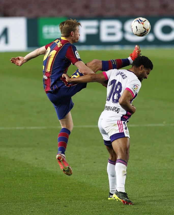 Messi lập kỷ lục, trọng tài nghi tiếp tay Barcelona hạ Valladolid - Ảnh 1.