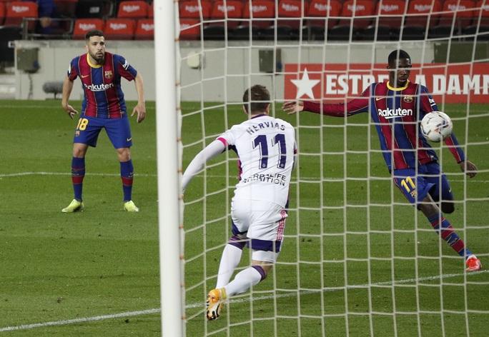Messi lập kỷ lục, trọng tài nghi tiếp tay Barcelona hạ Valladolid - Ảnh 7.