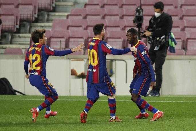 Messi lập kỷ lục, trọng tài nghi tiếp tay Barcelona hạ Valladolid - Ảnh 8.