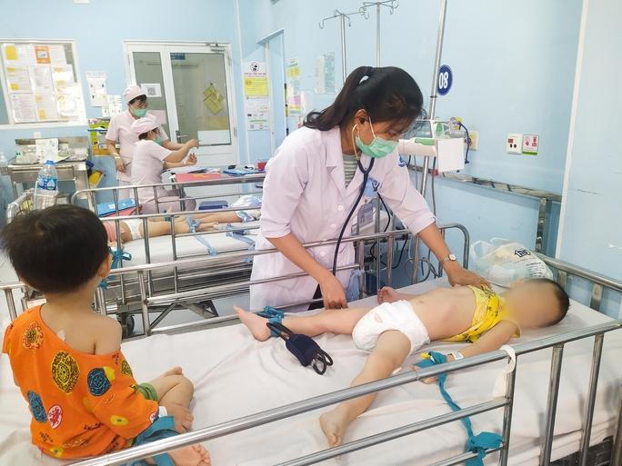 TP HCM: bệnh tay chân miệng tăng nhanh, nhiều ca nặng - Ảnh 1.