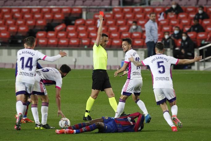 Messi lập kỷ lục, trọng tài nghi tiếp tay Barcelona hạ Valladolid - Ảnh 5.