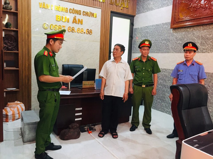 Vì sao trưởng phòng công chứng ở Quảng Nam bị bắt? - Ảnh 1.