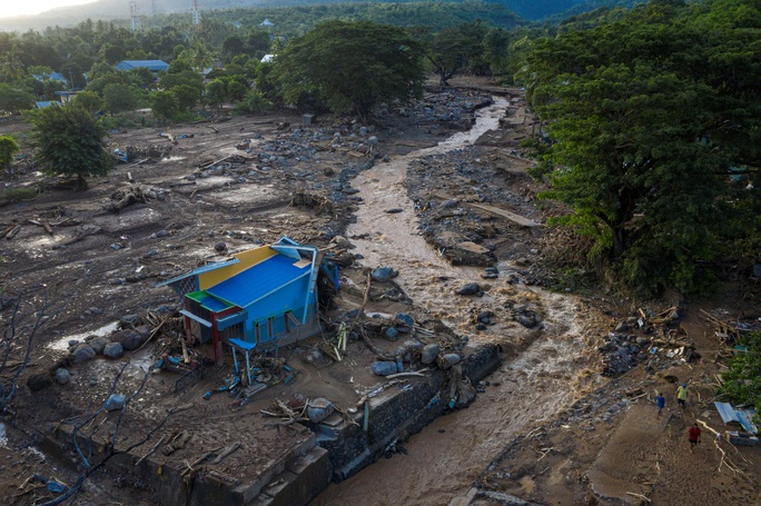 Indonesia: Lũ lụt và sạt lở kinh hoàng, ít nhất 119 người chết - Ảnh 3.