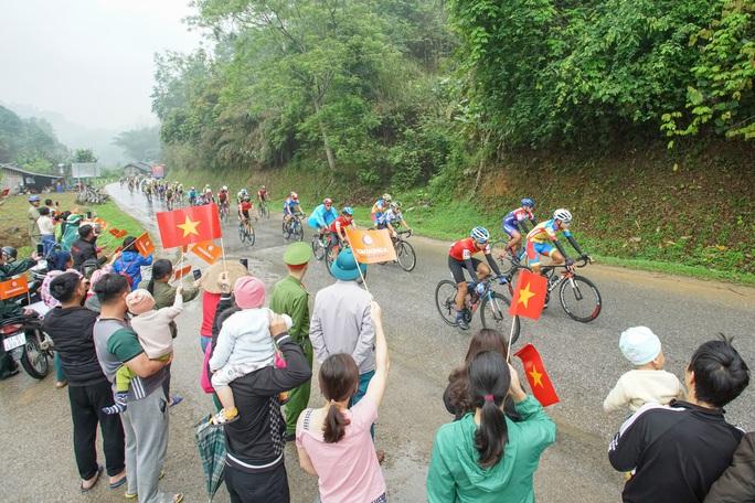 Vượt sương mù dày đặt, Loic Desriac đánh bại Nguyễn Tấn Hoài tại Lạng Sơn - Ảnh 4.