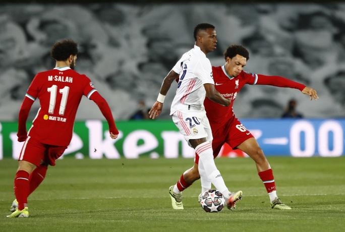 Thần đồng Vinicius lập cú đúp, tiễn chân Liverpool vòng tứ kết - Ảnh 1.