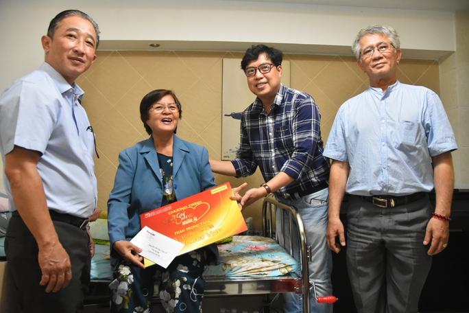 Mai Vàng nhân ái thăm nhà nghiên cứu Hoàng Văn Túc và NSƯT Phi Yến - Ảnh 4.