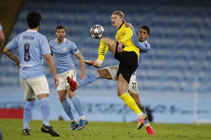 Cộng đồng mạng sốc với trọng tài, Man City thoát hiểm trước Dortmund - Ảnh 4.