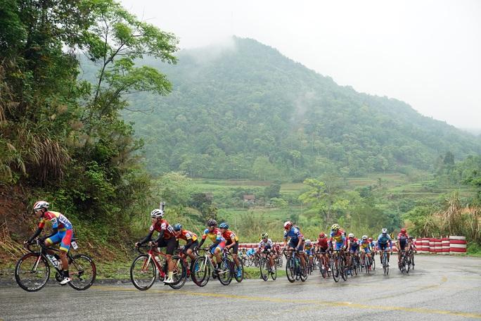 Vượt sương mù dày đặt, Loic Desriac đánh bại Nguyễn Tấn Hoài tại Lạng Sơn - Ảnh 2.