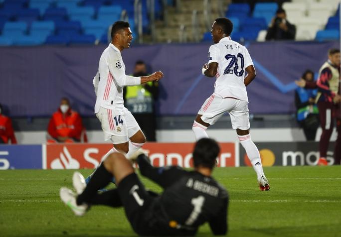 Thần đồng Vinicius lập cú đúp, tiễn chân Liverpool vòng tứ kết - Ảnh 7.