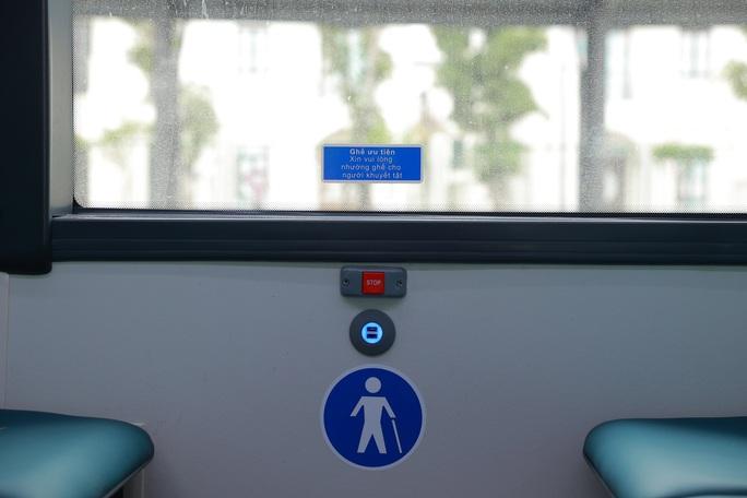 Cận cảnh nội thất chiếc xe buýt điện thông minh đầu tiên tại Việt Nam - Ảnh 10.