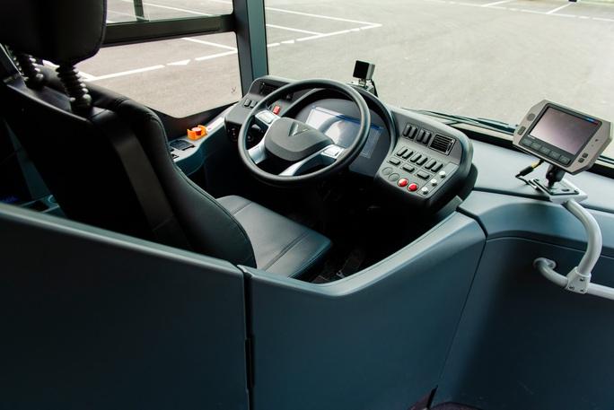 Cận cảnh nội thất chiếc xe buýt điện thông minh đầu tiên tại Việt Nam - Ảnh 7.