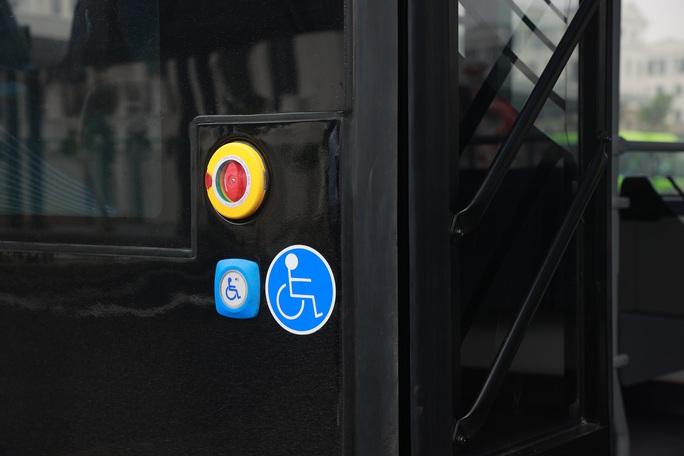 Cận cảnh nội thất chiếc xe buýt điện thông minh đầu tiên tại Việt Nam - Ảnh 11.