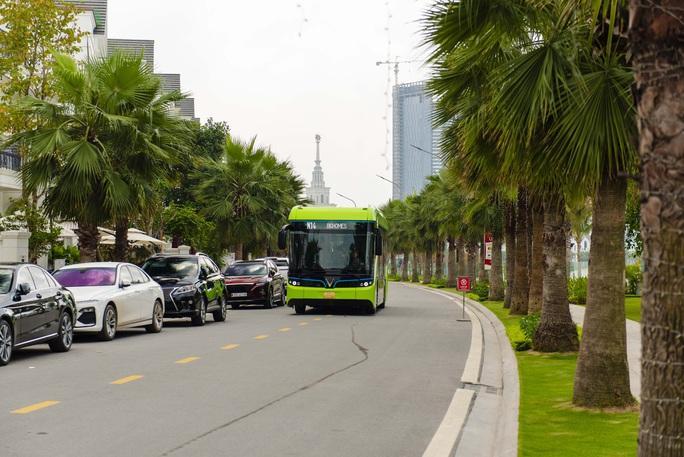 Cận cảnh nội thất chiếc xe buýt điện thông minh đầu tiên tại Việt Nam - Ảnh 12.