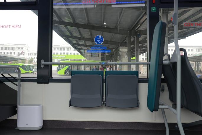 Cận cảnh nội thất chiếc xe buýt điện thông minh đầu tiên tại Việt Nam - Ảnh 9.