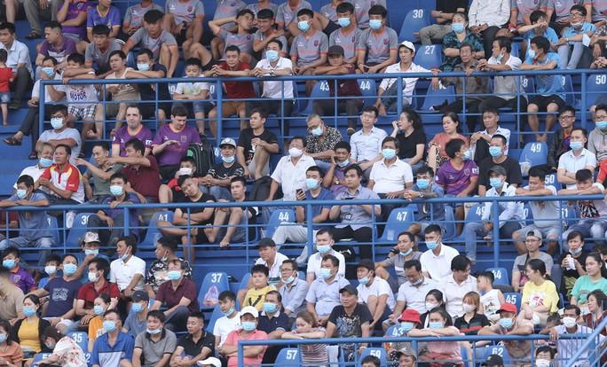 Tiến Linh lập hat-trick, B.Bình Dương và Nam Định tạo mưa bàn thắng ở sân Gò Đậu - Ảnh 2.