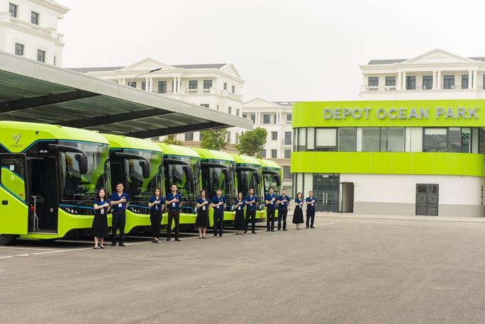 Cận cảnh nội thất chiếc xe buýt điện thông minh đầu tiên tại Việt Nam - Ảnh 1.