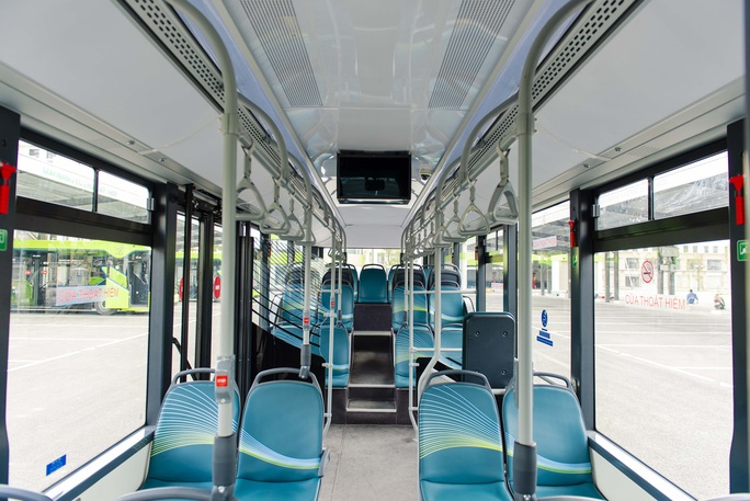 Cận cảnh nội thất chiếc xe buýt điện thông minh đầu tiên tại Việt Nam - Ảnh 2.