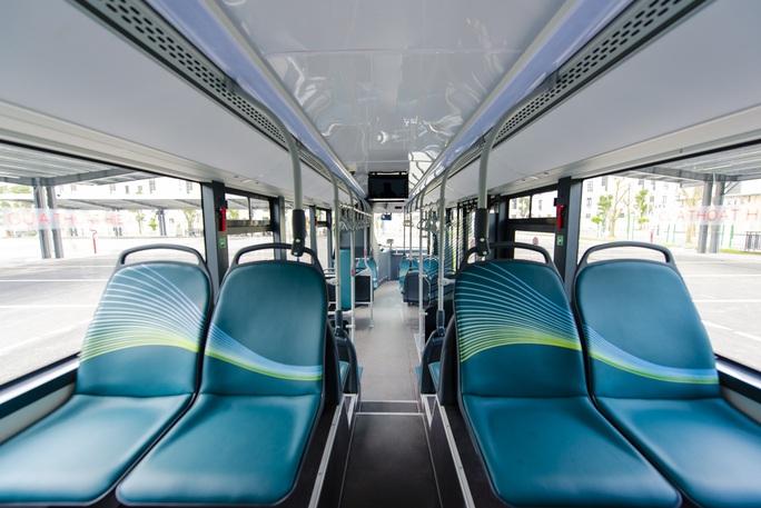 Cận cảnh nội thất chiếc xe buýt điện thông minh đầu tiên tại Việt Nam - Ảnh 6.