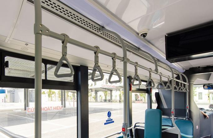 Cận cảnh nội thất chiếc xe buýt điện thông minh đầu tiên tại Việt Nam - Ảnh 8.