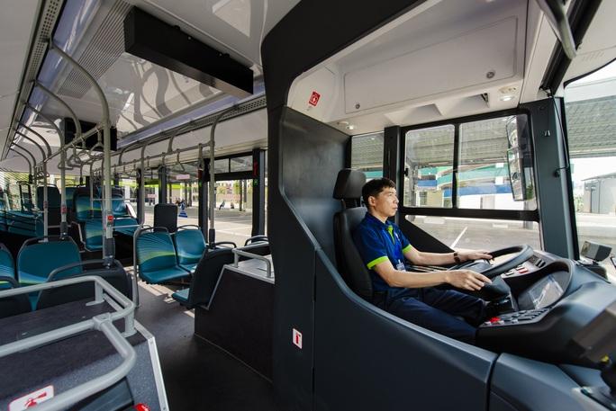 Cận cảnh nội thất chiếc xe buýt điện thông minh đầu tiên tại Việt Nam - Ảnh 5.