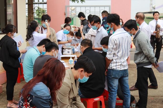 Toàn cảnh phiên tòa xét xử đường dây sản xuất xăng giả của Trịnh Sướng - Ảnh 2.
