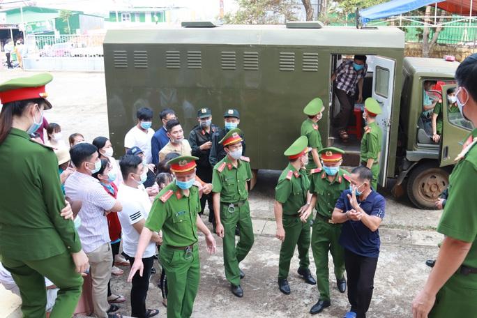 Toàn cảnh phiên tòa xét xử đường dây sản xuất xăng giả của Trịnh Sướng - Ảnh 4.
