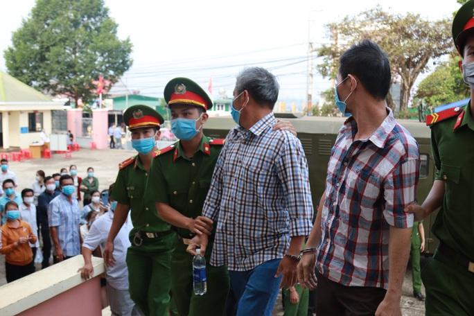 Toàn cảnh phiên tòa xét xử đường dây sản xuất xăng giả của Trịnh Sướng - Ảnh 5.