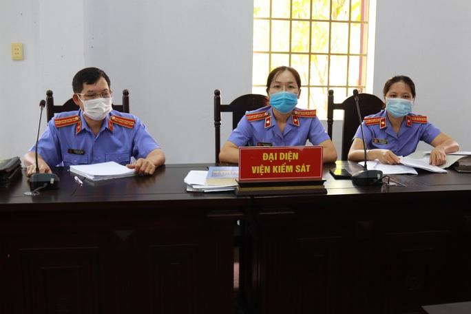 Toàn cảnh phiên tòa xét xử đường dây sản xuất xăng giả của Trịnh Sướng - Ảnh 8.