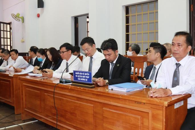 Toàn cảnh phiên tòa xét xử đường dây sản xuất xăng giả của Trịnh Sướng - Ảnh 9.