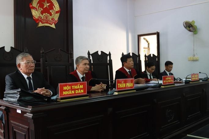 Toàn cảnh phiên tòa xét xử đường dây sản xuất xăng giả của Trịnh Sướng - Ảnh 7.