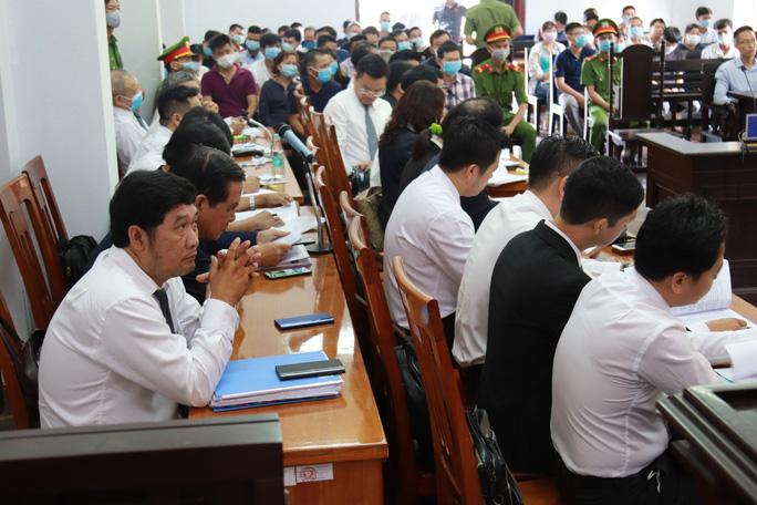 Toàn cảnh phiên tòa xét xử đường dây sản xuất xăng giả của Trịnh Sướng - Ảnh 10.