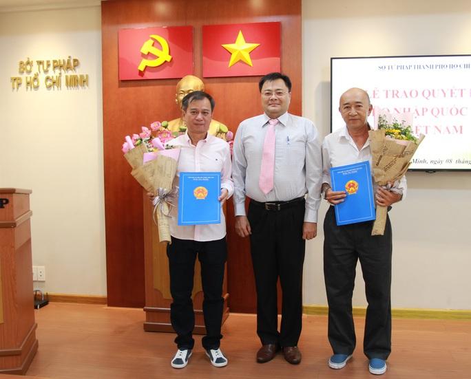Trao quyết định nhập quốc tịch Việt Nam cho người nước ngoài - Ảnh 2.