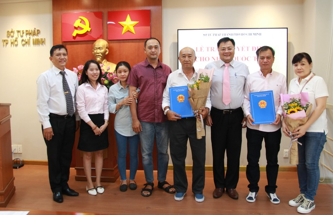Trao quyết định nhập quốc tịch Việt Nam cho người nước ngoài - Ảnh 3.