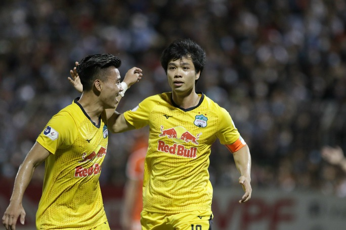 Công Phượng và Văn Toàn lập công, Hoàng Anh Gia Lai lấy lại ngôi đầu V-League 2021 - Ảnh 3.