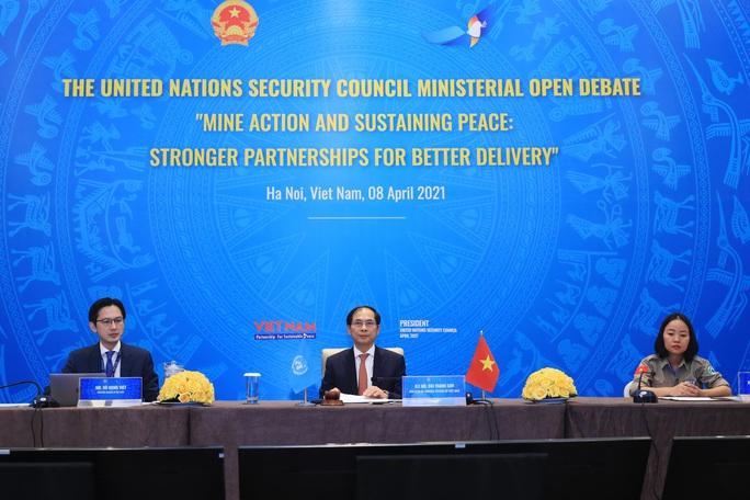 Việt Nam chủ trì họp HĐBA LHQ về khắc phục hậu quả bom mìn - Ảnh 1.