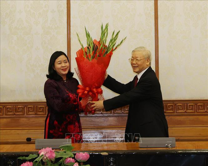 Tổng Bí thư trao quyết định phân công bà Trương Thị Mai làm Trưởng ban Tổ chức Trung ương - Ảnh 2.