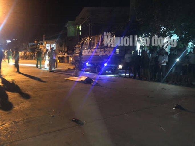 Quảng Nam: Ôtô điên lùa 4 xe máy, 2 người chết, 2 bị thương - Ảnh 2.