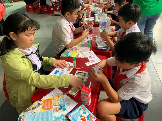 Đơn vị nào sẽ in ấn Tài liệu giáo dục địa phương cho gần 1,5 triệu học sinh TP HCM? - Ảnh 1.